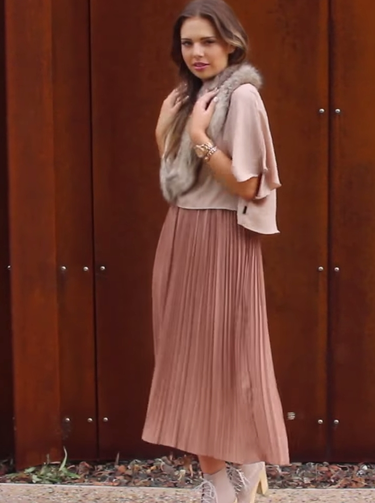LADYLIKE PLEATS & BLUSH